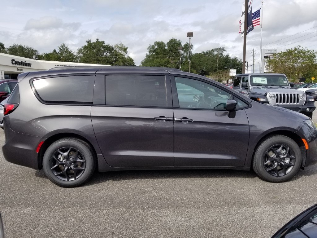 New 2020 Chrysler Pacifica Touring L